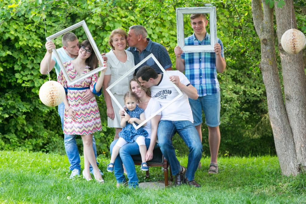 Eine Familie mit Bilderrahmen