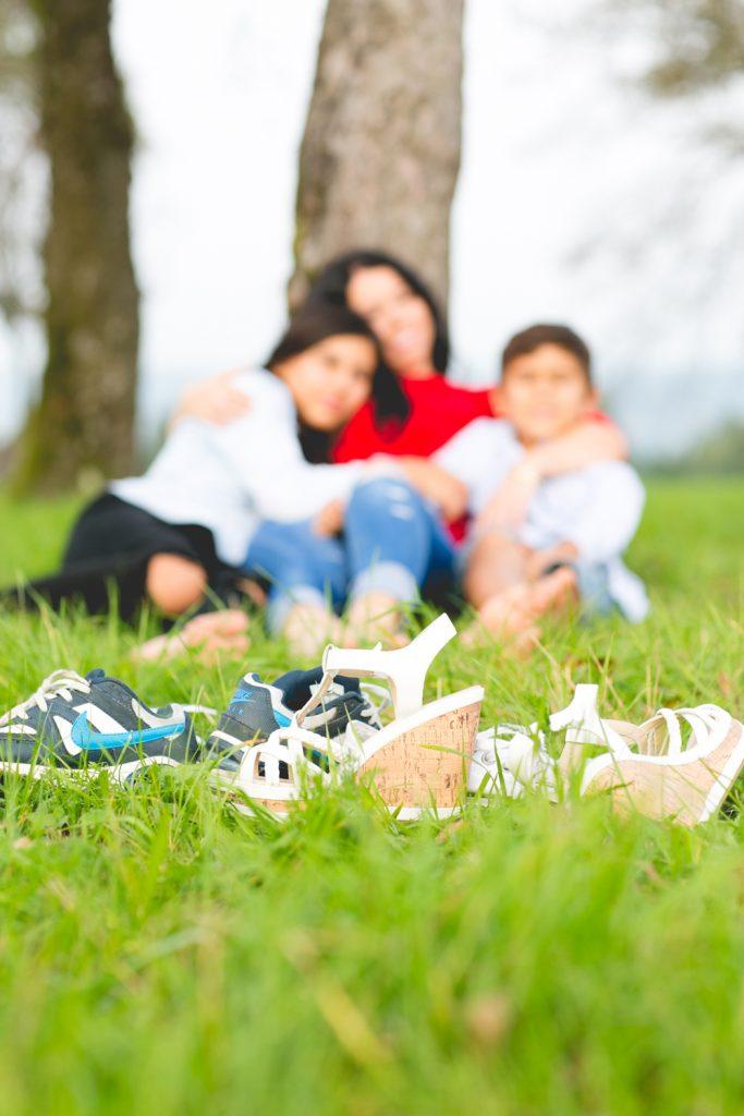 Familienportrait unter dem Baum