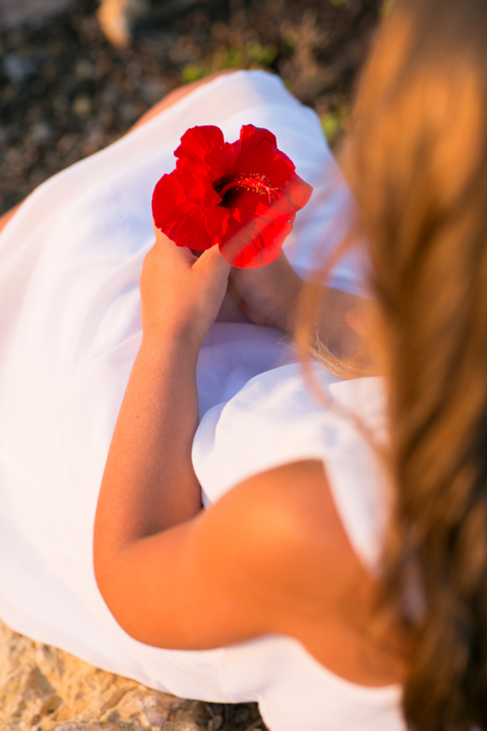 Foto von einem Mädchen mit Blume