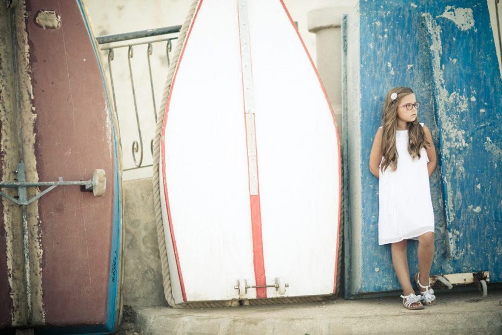 Foto von einem Mädchen mit Booten
