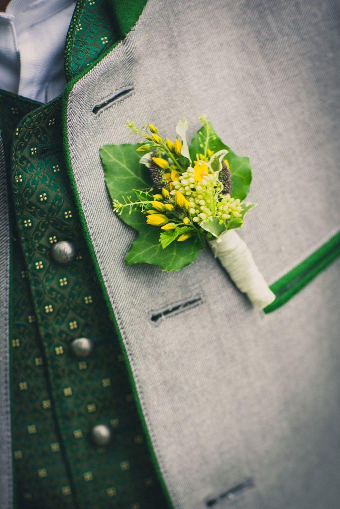 Hochzeitsanstecker vom Bräutigam