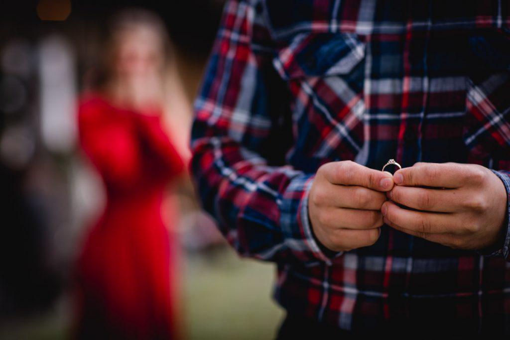 Verlobungspaar mit Verlobungsring