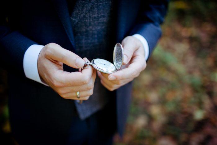 Bräutigam auf einer Hochzeit