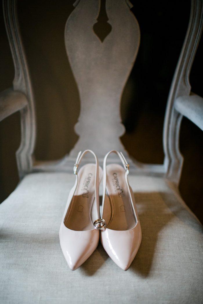 Brautschuhe auf einer Hochzeit